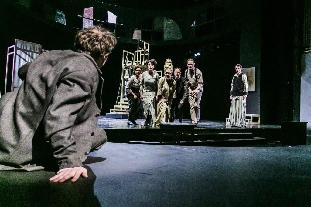 Großartig: das Arrangement des Chors. Fotos: Jochen Quast/ Theater Regensburg