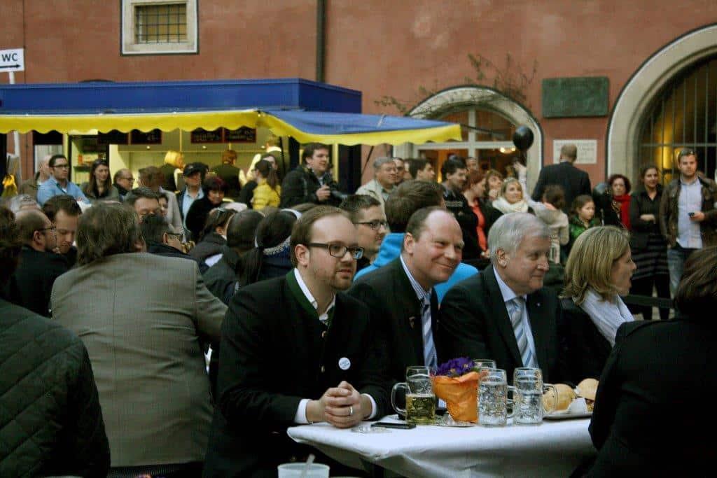 Ein regelmäßiger CSU-Adabei: Peter Kittel zwischen JU-Chef Michael Lehner und Ministerpräsident Horst Seehofer. Foto: Archiv/ Baumgärtner