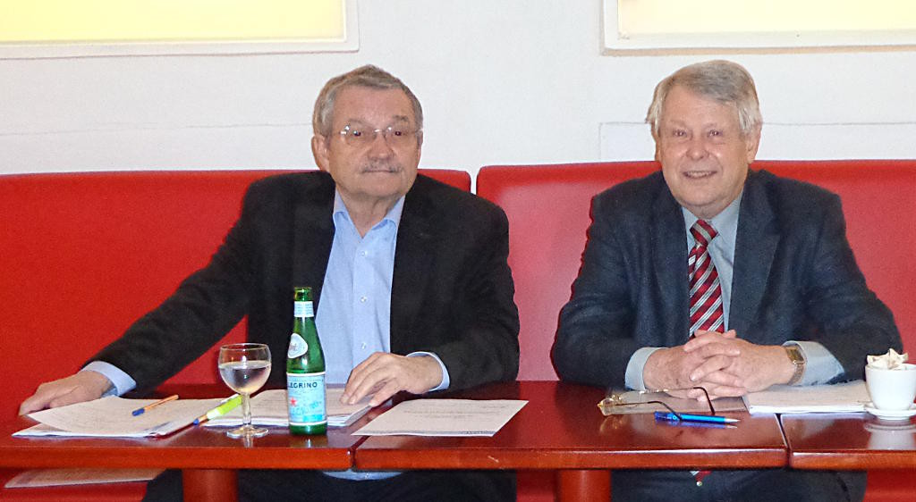 Kurt Schindler (links neben seinem Stellvertreter Horst Eifler) fordert ein eigenes Amt für Wohnen. Foto: Archiv