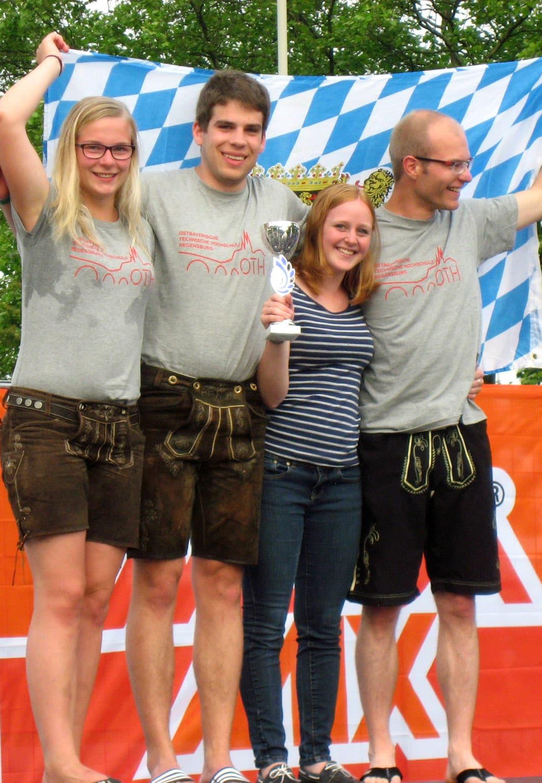 Die beiden siegreichen Mix-Teams der OTH Regensburg: (von links) Elisabeth Weiß, Michael Raum, Christina Huber und Alexander Nobiling. Fotos: OTH