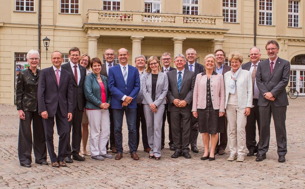 Dr. Christian Blomeyer (2.v.r.) begrüßte die Kanzlerinnen und Kanzler in der Regensburger Altstadt. Bildnachweis: Universität Regensburg, Referat II/2 – Kommunikation, Lena Schabus
