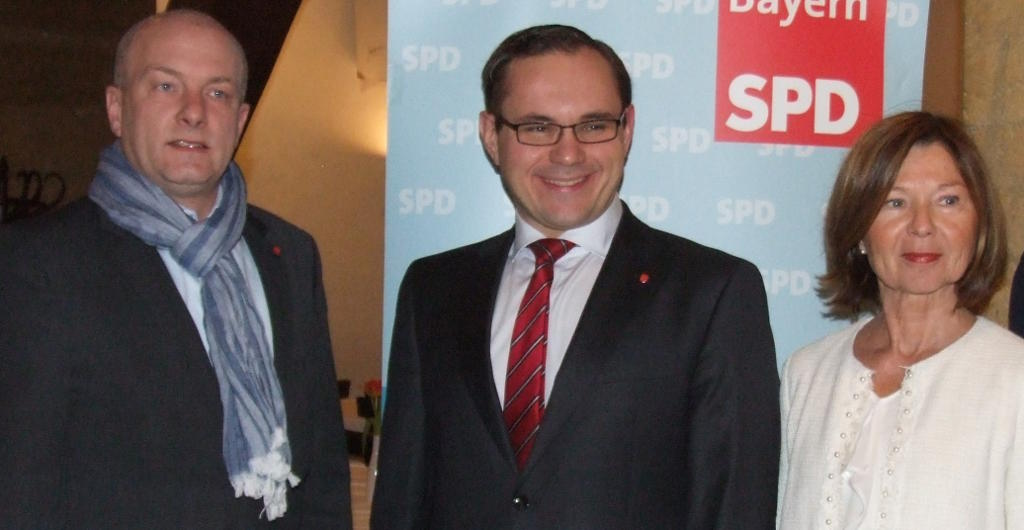 Blinder Kadavergehorsam: Bundestagskandidat Tobias Hammerl und Parteivorsitzende Margit Wild stellen sich bedingungslos hinter Joachim Wolbergs. Foto: Archiv/ Aigner