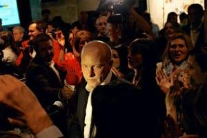 Solidaritätsadressen, Applaus, Medienschelte: In der SPD scheint der Rückhalt für Joachim Wolbergs (hier bei seiner Wahl zum Oberbürgermeister) ungebrochen. Foto: Archiv/ Starzinger
