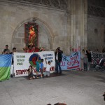 Von Abschiebung bedrohte Flüchtlinge aus dem Balkan im Regensburger Dom. Foto: Michael Bothner