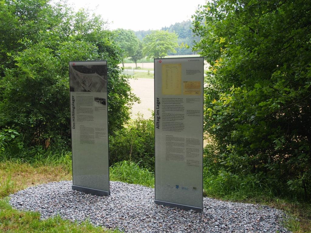 Tafel drei und vier am Waldrand nahe der Straße nach Teugn. Foto: wr