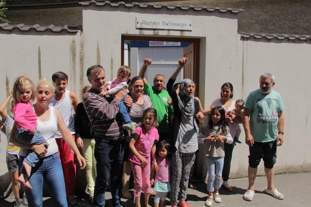 Die Geflüchteten im Pfarrheim St. Emmeramzu Beginn des Hungertreiks. Der Hungerstreik ist mittlerweile ausgesetzt. Foto: Mathias Roth