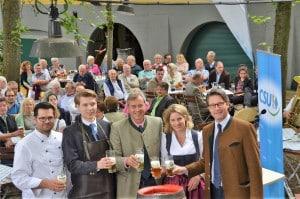 """Aus der CSU-Pressemitteilung: """"Vom Generalsekretär Andreas Scheuer gab es viel Lob für die gute Arbeit der Regensburger CSU."""" Foto: pm"""