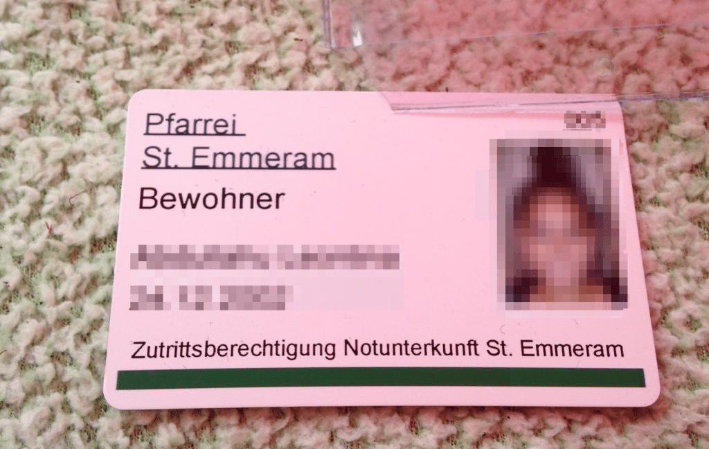 """Bewohnerausweis aus der so bezeichneten """"Notunterkunft St. Emmeram"""". Die Bewohner sind nicht länger geduldet. Foto: om"""
