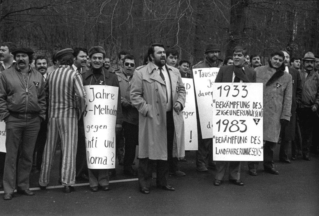 Demonstration von Sinti und Roma am 28. Januar 1983 anlässlich des 50. Jahrestags derMachtergreifungvor demBKA.