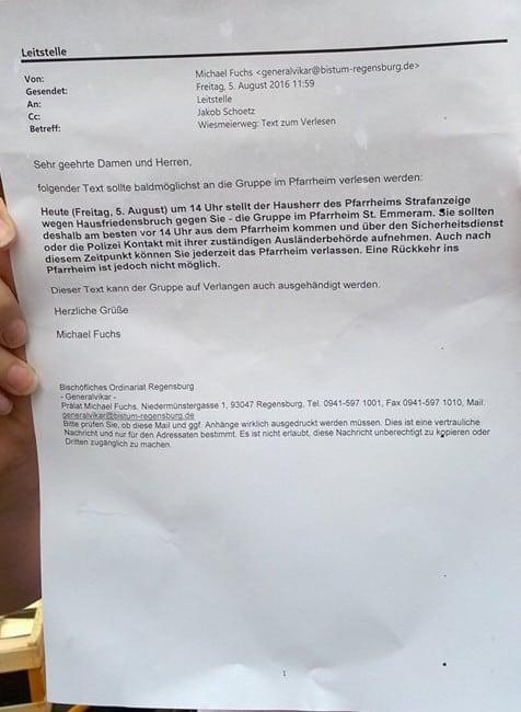 """E-Mail mit dem zu verlesenden Text an die Gruppe im Pfarrheim. Foto: Facebookgruppe """"Unterstützer*innen Dom""""."""