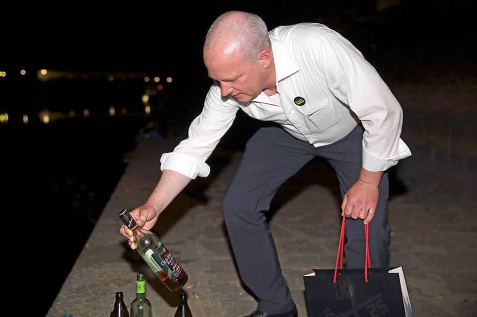 """""""Ist auch viel bequemer alles am Bismarckplatz und am Donauufer gesammelt zu haben, als wie der Pleitegeier durch die ganze Stadt vagabundieren zu müssen."""" Foto: Facebook/Fair Feiern! in Regensburg"""