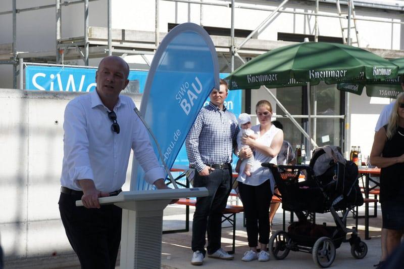 4. August: Richtfest des Immobilien Zentrums in Schwabelweis mit OB Wolbergs. Foto: SIWO GmbH