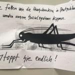 """Post von Frau Lehrerin an den """"Asylanten-Oberbürgermeister"""". Sebastian Koch erhielt im vergangenen Jahr mehrere dieser Postkarten."""