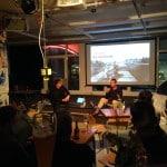 Zwei Stadtforscher beim Vortrag im Degginger. Foto: om
