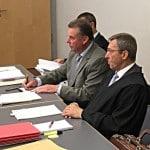 Josef Schmid (Mitte) mit seinen Rechtsanwälten. Foto: as