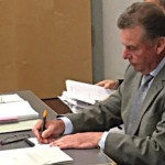 """""""Auf Gedeih und Verderb auf die Verwaltung angewiesen""""? Altbürgermeister Josef Schmid. Foto: Archiv/ as"""