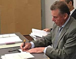 """""""Es geht nicht um die orthografische Schönheit."""" Hinweis von Richter Alexander Guth zu Josef Schmids Unterschriftsgebahren. Foto: as"""