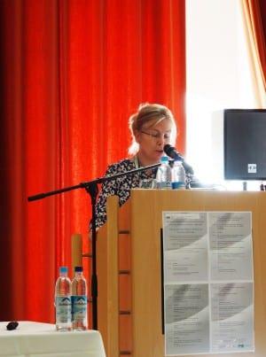 Eva Haverkamp bei ihrem Vortrag in Regensburg. Foto: rw