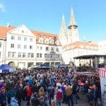 Herbstfest 2015 in der Altstadt. Lockt tatsächlich das Fest oder nur der Konsum am verkaufsoffenen Sonntag? Foto: Archiv/ Staudinger