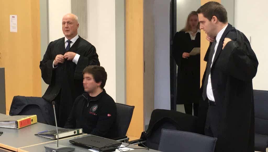 Christian F. mit seinen Verteidigern Michael Haizmann (li.) und Michael Euler. Foto: as