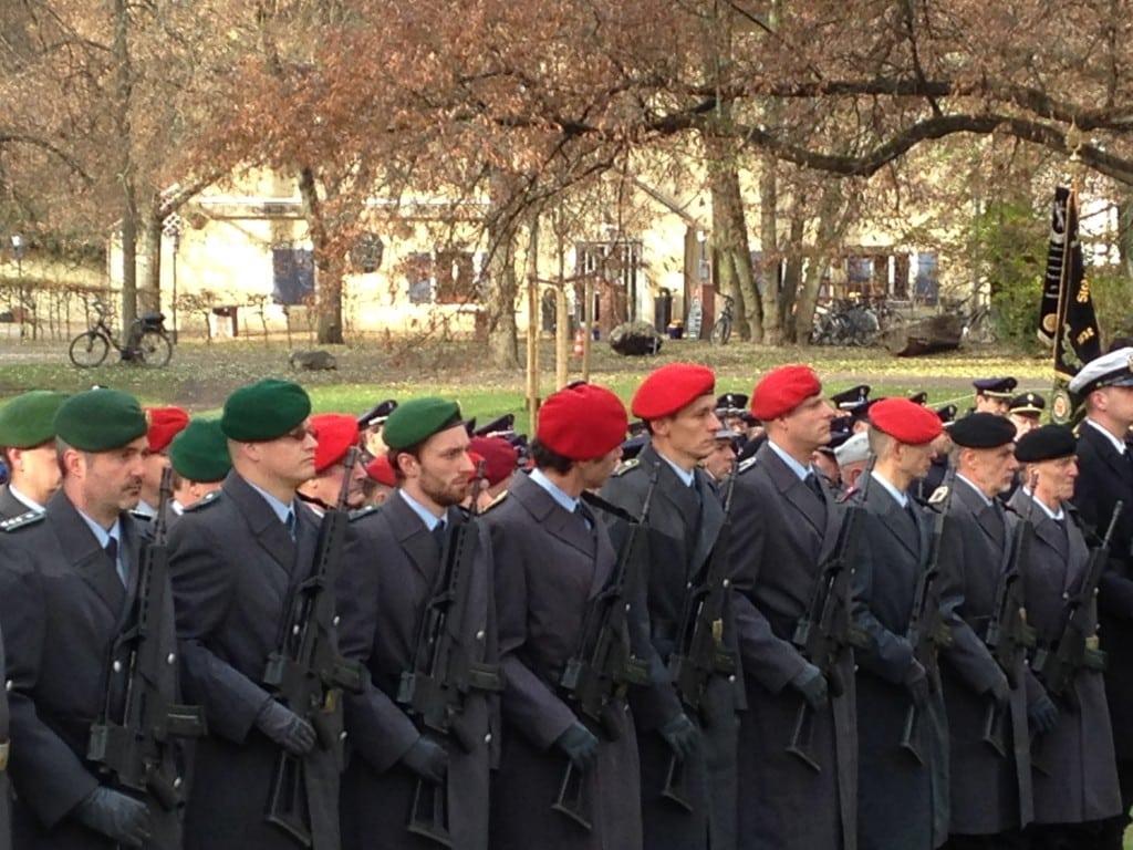 Stehen für Frieden: Soldaten. Foto: om