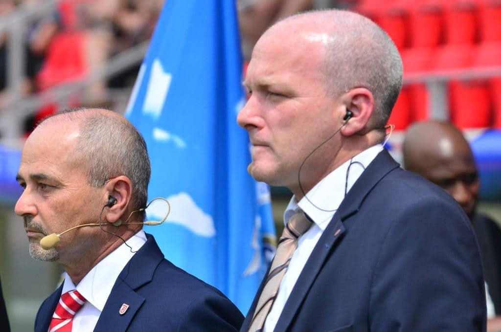 Hans Rothammer (links neben Joachim Wolbergs) will bei der heutigen Mitgliederversammlung weitere Informationen geben. Foto: Archiv/ Staudinger