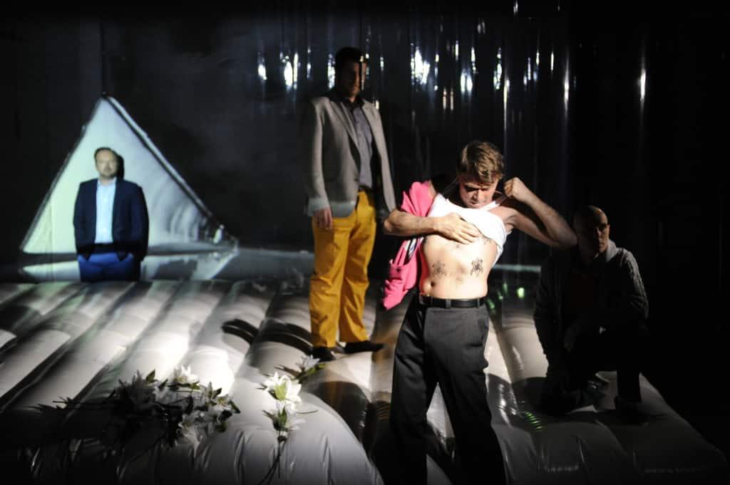Jesko (Franz Josef Strohmeyer) baut auf Verdrängung, Malte auf Aktivismus.