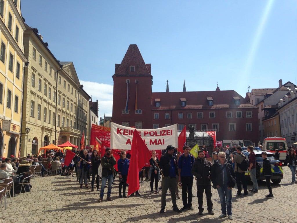 Der Anti-GdP-Block stellt sich zur eigenen Demonstration auf. Foto: om