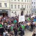 """""""Ausbildung statt Abschiebung"""" forderten etwa 400 Menschen in Regensburg. Foto: om"""
