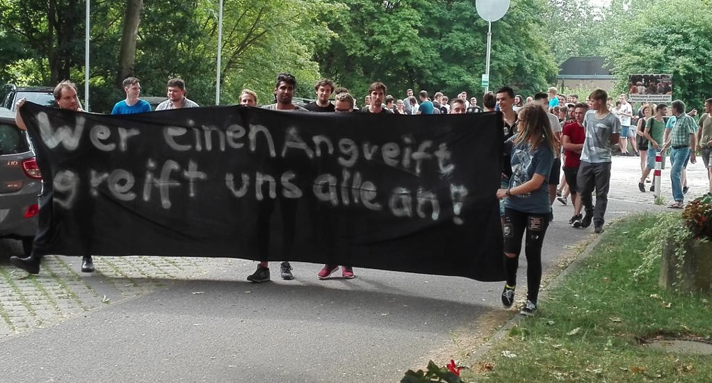 Demonstration am vergangenen Freitag auf dem Schulhof der Kerschensteiner Berufsschule. Foto: pm