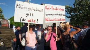 """""""Meinungsfreiheit"""" war auf zahlreichen AfD-transparenten zu lesen. Foto: Baumgärtner"""