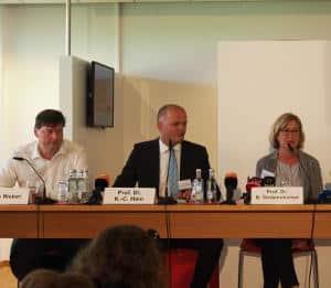 Dr. Barbara Seidenstücker (OTH Regensburg), Dr. Knud Hein (Hochschule Darmstadt) und Rechtsanwalt Ulrich Weber