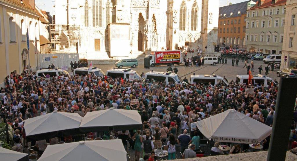 2013 standen etwa 20 Neonazis über 2.000 Regensburgerinnen und Regensburger gegenüber. Foto: Archiv/ Herbert Baumgärtner