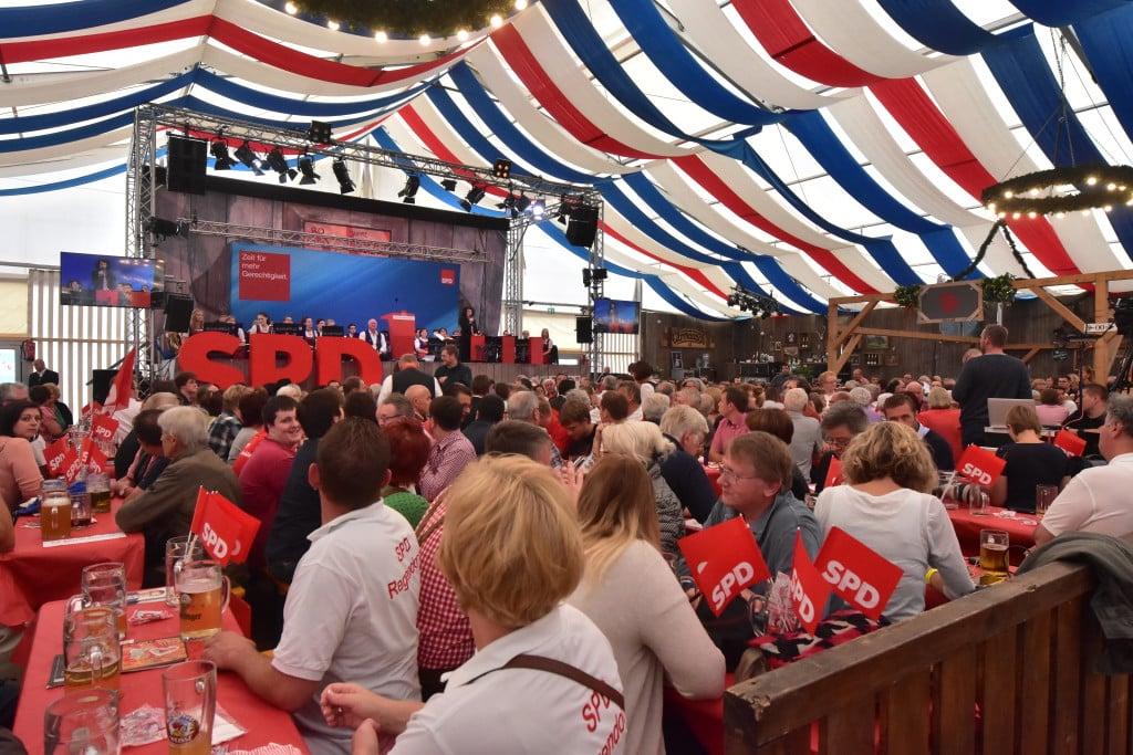 Die SPD kann auch Bierzelt. Bild: Staudinger