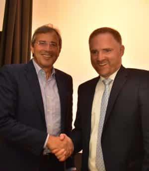 CSU-Kreischef Franz Rieger gratuliert Peter Aumer. Foto: Staudinger