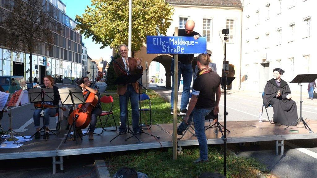 Symbolische Umbenennung am Sonntag. Foto: Herbert Baumgärtner
