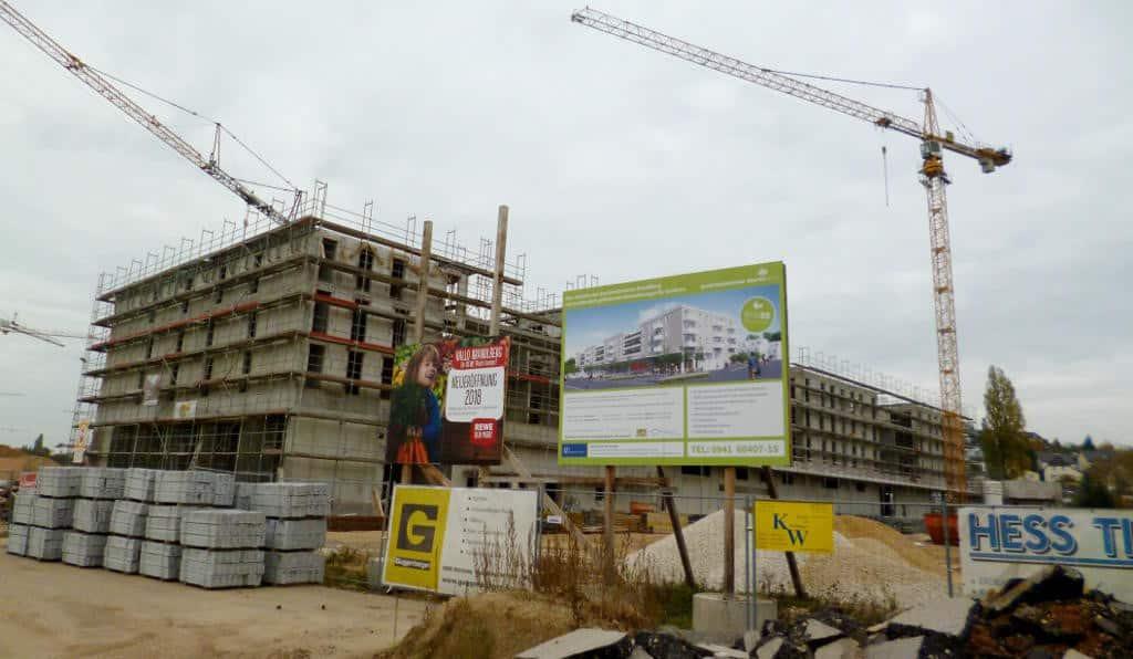 """Das """"Quartierszentrum"""" mit den Seniorenwohnungen wird als """"städtebauliche Dominante"""" umgesetzt. Wesentlicher Grund für die Vierstöckigkeit: Lärmschutz für die dahinter liegenden Wohngebäude. Foto: as"""