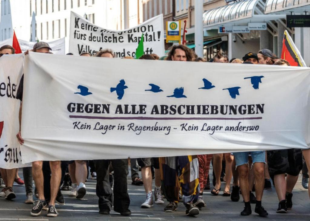 """Demonstration gegen das """"Abschiebelager"""" im Frühjahr. Foto: Archiv/ Bothner"""