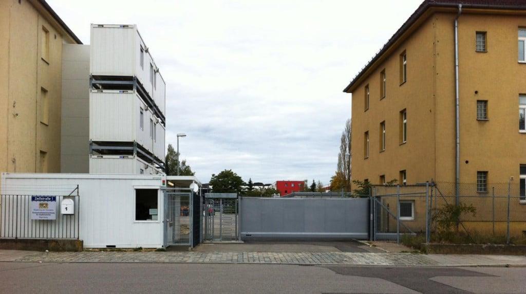 """Aus der ursprünglichen Erstaufnahmeeinrichtung in der Zeißstraße ist mittlerweile ein """"Transitzentrum"""" geworden. Foto: Archiv/ Weber"""