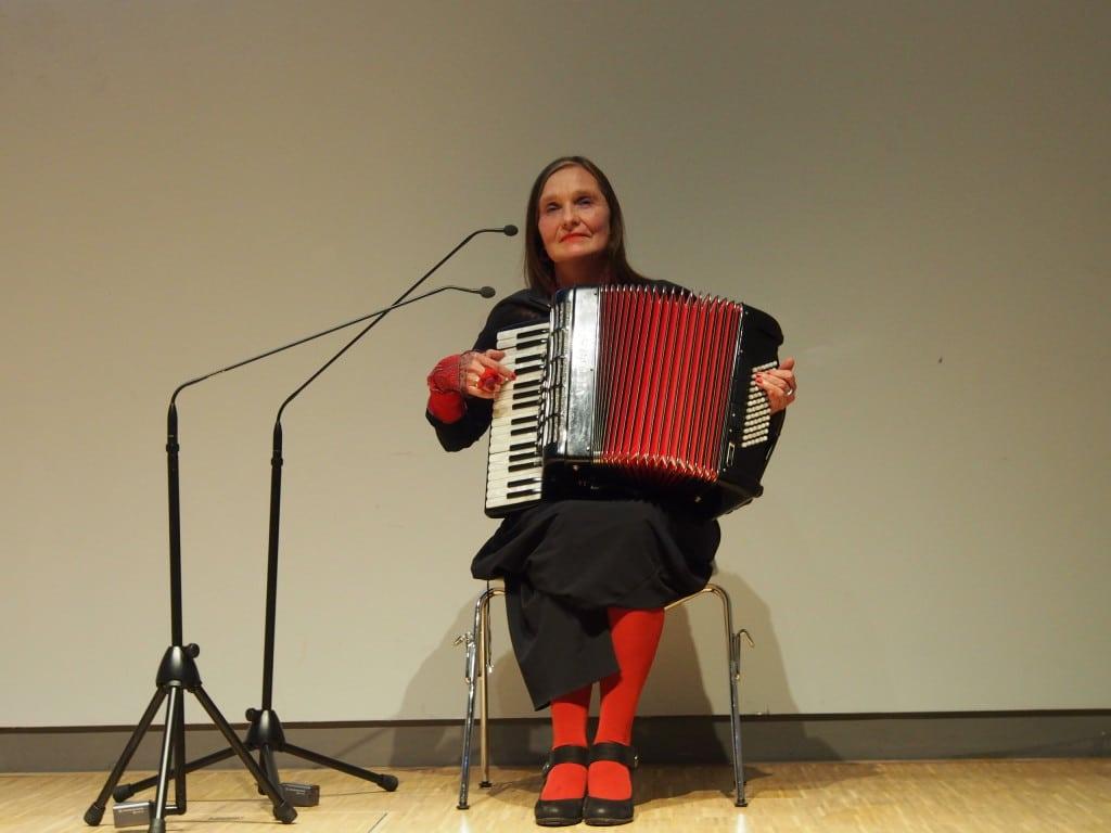 Michaela Dietl gestaltete die Preisverleihung im NS-Dokumentationszentrums musikalisch.
