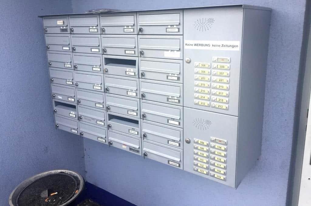 Die Briefkästen haben lediglich einen Riegel und können nicht abgeschlossen werden.