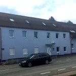 """Das ehemalige """"Moulin Rouge"""" in Burgweinting ist heute ein """"Apartment-Wohnheim"""" mit Spitzenpreisen..."""
