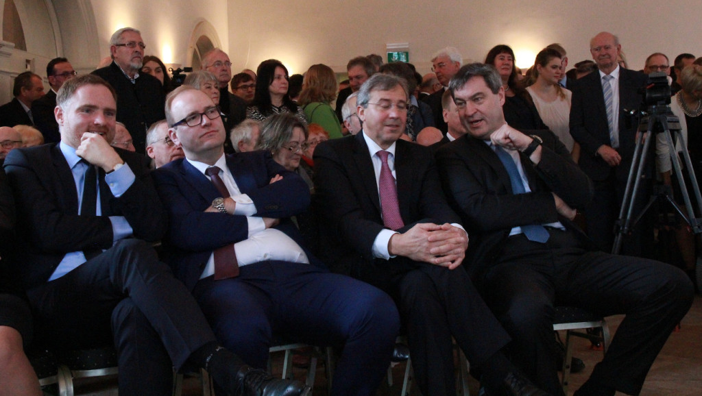 Nicht Parteifreunde, sondern Freunde: Franz Rieger und Markus Söder (re. neben MdB Peter Aumer und Stadtrat Christian Schlegl). Fotos: bm